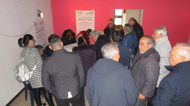 Primarie Pd, entusiasmo in Calabria: le immagini della gente in fila ai seggi