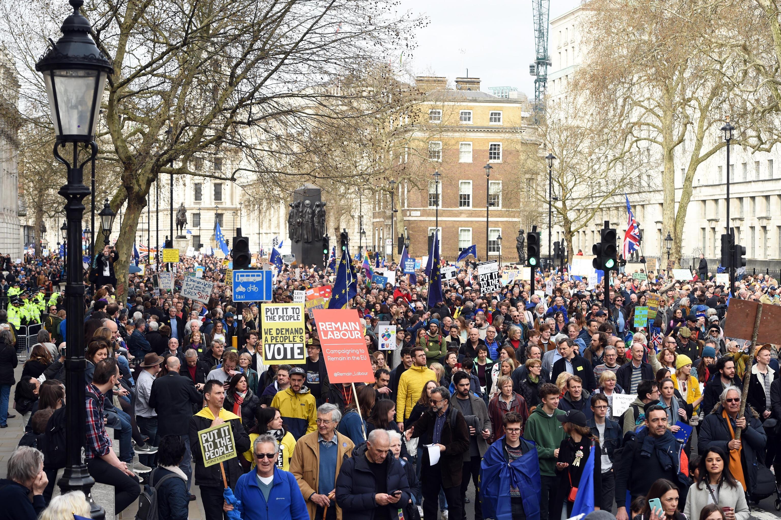 Un milione in piazza a londra contro la brexit la protesta per rimanere nell 39 ue gazzetta del sud - Incidente giardini naxos oggi ...