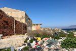 I rifiuti che invadono il litorale di Maregrosso
