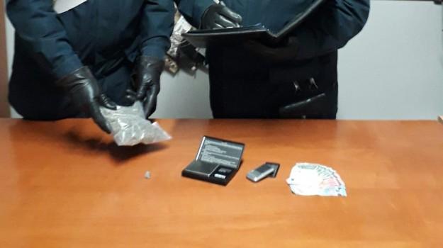 commerciante arrestato, marijuana, spaccio, Cosenza, Calabria, Cronaca