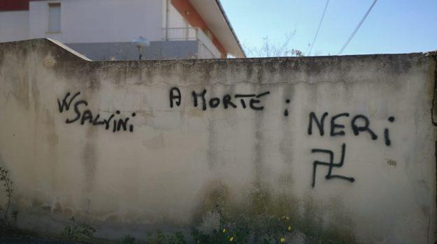 scritte razziste, svastiche messina, Messina, Sicilia, Cronaca