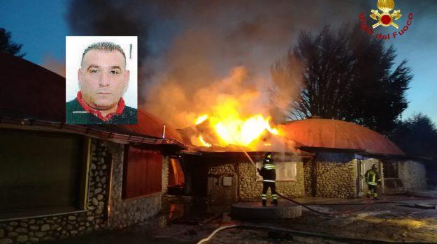 incendio cotronei, vigili del fuoco, villaggio palumbo, Vincenzo Teti, Catanzaro, Calabria, Cronaca