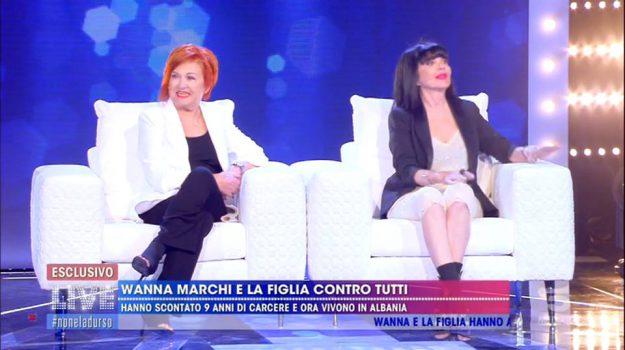 Live-Non è la D'Urso, Stefania Nobile, Wanna Marchi, Sicilia, Società