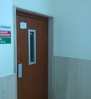L'ascensore in ospedale è rotto: paziente deceduto resta in reparto a Serra San Bruno