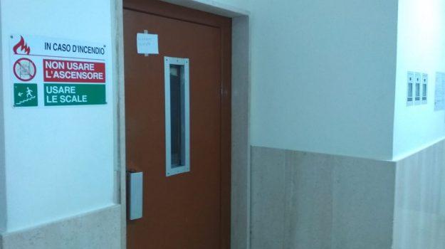 ascensore guasto, sanità, serra san bruno, vibo valentia, Catanzaro, Calabria, Cronaca