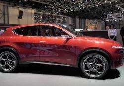 Alfa Romeo Tonale: la sfida elettrica Il Dna del Biscione è dichiarato nel design: aggressività ed eleganza, equilibrio e potenza. Al Salone di Ginevra 2019 debutta il concept ibrido plug-in che anticipa il prossimo suv medio del marchio, in arrivo alla fine del 2020 - CorriereTV