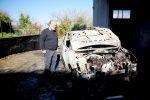 Attentato incendiario all'assessore Artusa di Filandari: le foto dell'auto distrutta