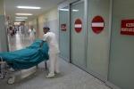 Da medici a infermieri, -46.500 dipendenti nel SSN dal 2009 al 2017