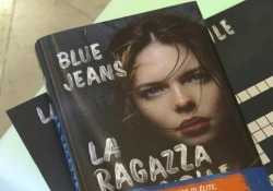 Blue Jeans: «Social e Agatha Christie, così nascono le mie storie» Francisco de Paula ha iniziato con uno pseudonimo, poi è diventato un autore bestseller in Spagna. «La ragazza invisibile» (DeA Planeta) è il suo primo thriller - Corriere Tv