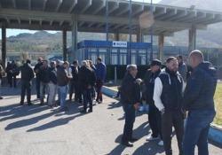 """Blutec, sit-in a oltranza davanti ai cancelli di Termini Imerese I sindacati: """"C'è bisogno che si convochi urgentemente un tavolo col ministro Di Maio"""" - LaPresse"""