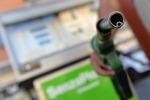 Prezzi carburanti riprendono a salire, +2,7% a marzo