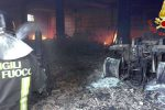 Incendio in un deposito a Soriano: distrutti diversi automezzi