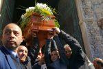 """L'addio ad Alessandra, l'omelia: """"Non ci sono parole per confortare"""" - Foto"""