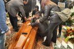 Commozione e lacrime per i funerali di Alessandra a Messina: ecco il video