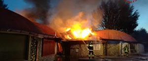 Incendio nella notte a Cotronei, tre negozi distrutti dalle fiamme