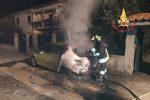 Auto a fuoco nella notte a Montepaone Lido, paura tra i residenti