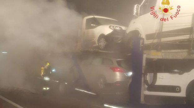 autostrada a2, incendio autoarticolato, Catanzaro, Calabria, Cronaca