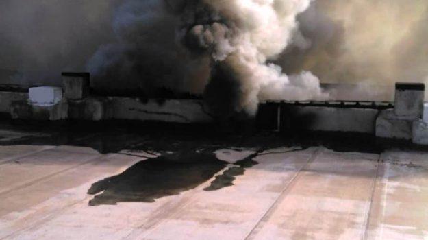 San Filippo del Mela, fiamme all'alba in un capannone: indagine sulla causa - Foto