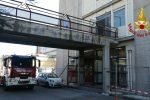 Paura all'ospedale di Acireale, divampa un incendio al primo piano - Foto