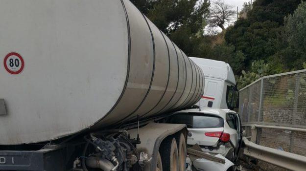 incidente auto-tir, medico, trebisacce statale 106, Cosenza, Calabria, Cronaca