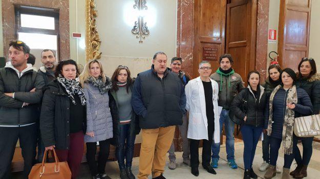 lavoratori esclusi, Messina Social City, sit-in, Messina, Sicilia, Cronaca