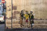 Il murale di Tvboy nel centro di Roma, in via della Torretta