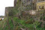 Il terrazzino dove è stata fatta la macabra scoperta