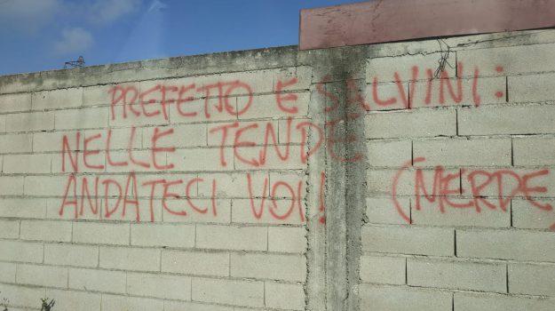 rosarno migranti, scritte offensive salvini, Matteo Salvini, Reggio, Calabria, Cronaca
