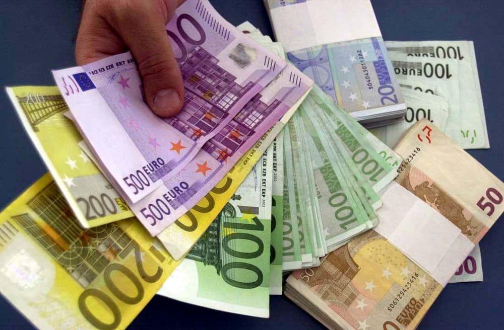 Contanti, il limite scende a 1000 euro: cosa cambia e chi ci guadagna