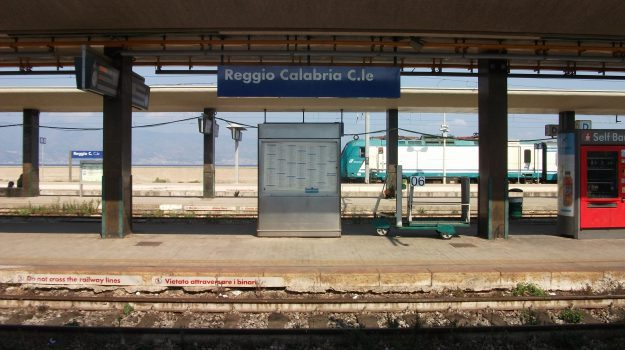 clochard, stazione, treno, Reggio, Calabria, Cronaca