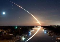 Un oggetto luminoso attraversa il cielo in Siberia: è mistero Il filmato è stato ripreso vicino al villaggio di Tura - Corriere Tv