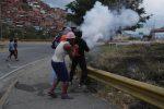 Il blackout mette in ginocchio il Venezuela, 19 malati morti e negozi saccheggiati