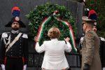 ll prefetto di Messina Maria Carmela Librizzi mentre depone una corona di fiori sul monumento ai caduti