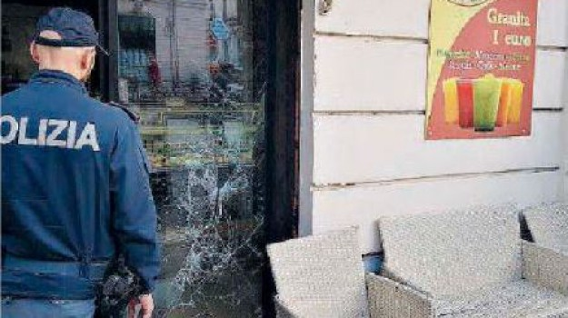 arrestato 48enne, corso garibaldi, danneggia negozi, precedenti penali, reggio calabria, Reggio, Calabria, Cronaca