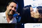 Gaia e Matilde immortalate mentre si baciano in un selfie con Matteo Salvini