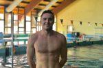 Sorpresa alla piscina comunale di Lamezia, in corsia c'è il campione Cinquino