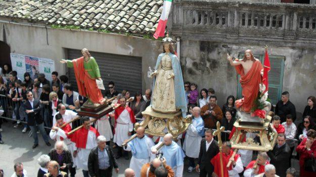 """La """"Cumprunta"""" di Soverato: da secoli il tradizionale incontro tra Gesù e Maria - Foto"""