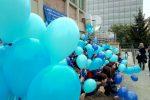 """Lamezia, il flash mob degli alunni del Perri-Pitagora per la """"Giornata mondiale sull'autismo"""" - Il video"""