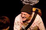 Ian Cognito muore d'infarto sul palco, il pubblico ride: pensavamo ad uno scherzo