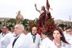 """Messina festeggia Pasqua tra l'invito alla speranza del vescovo e la tradizione degli """"spampanati"""" - Foto"""