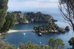 Taormina e Giardini, cosche sul business delle barche per i turisti a Isola Bella: 31 arresti