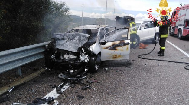 incidente, stalettì, tre feriti, Catanzaro, Calabria, Cronaca