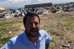 Il fermo immagine mostra il vicepremier e ministro dell'Interno, Matteo Salvini, in visita nella tendopoli di San Ferdinando