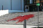Preferenza di genere, vernice rossa a Palazzo Campanella: collettivo femminista rivendica