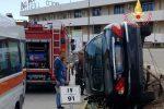 Satriano, fuori strada con la Jaguar: ferito un automobilista - Foto