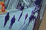 Prima gli insulti, poi i calci e i pugni: il video dell'aggressione a un ragazzo gay a Vittoria