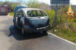 Lamezia, a fuoco un'auto in contrada Malaspina: si salvano conducente e passeggero