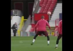 Barcellona, ecco di nuovo Boateng: gol stupendo di tacco in allenamento È approdato al Barcellona dal Sassuolo nel mercato di gennaio - Dalla Rete
