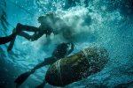 Disinnescata la bomba della seconda guerra nel porto di Messina, le foto dei palombari al lavoro