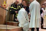 Pasqua a Cosenza, lavanda dei piedi per polizia e vigili del fuoco - Foto